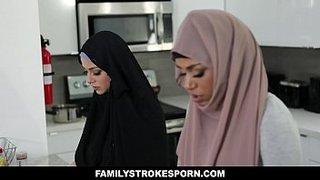 نيك الاخت المحجبة اثناء دخول الام غرفتها 8211; سكس اخوات xxx عرب ...